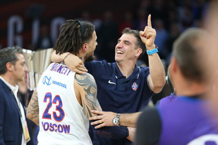Kostas-Chatzichristos-Coach-Performance-Specialist-Team-1024x682